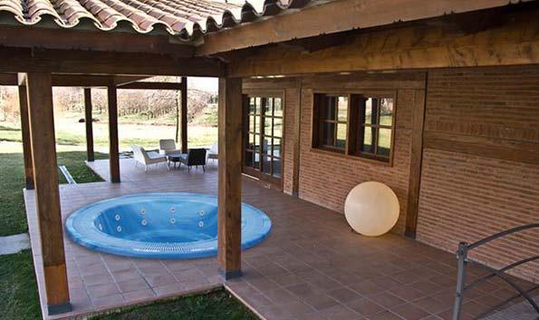 Переливной спа бассейн AQUAVIA SPA BALI